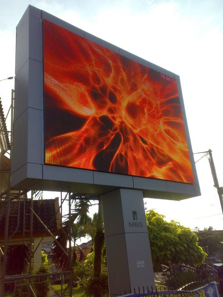 Indonesia outdoor P10 10000pixels pole led screen