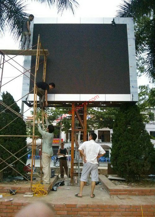 Laos 4x3m P10 Pole Media Video Led Display